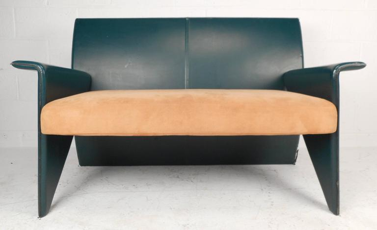 Mid-Century Modern Italian Leather Settee In Good Condition For Sale In Brooklyn, NY