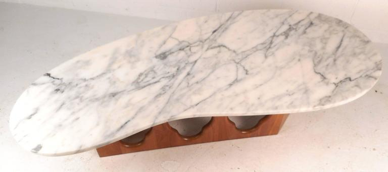 Mid-Century Modern Marble Top Coffee Table with a Sculpted Base In Good Condition In Brooklyn, NY