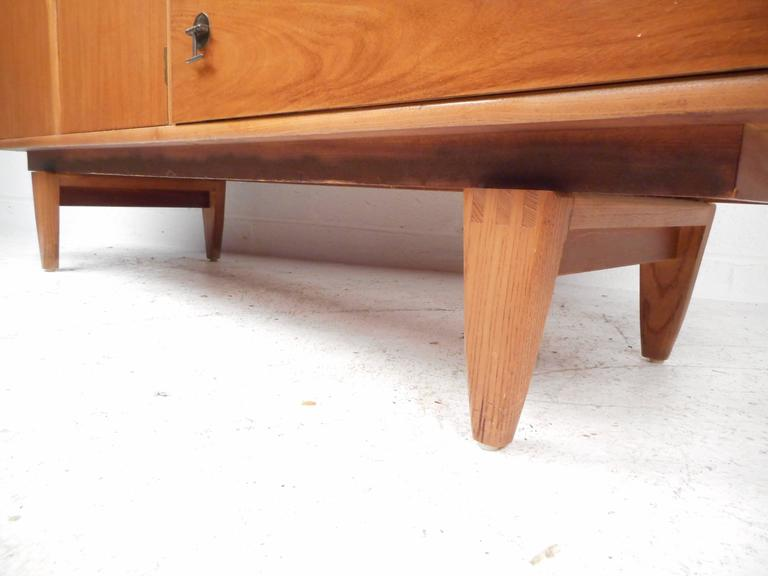 Mid-Century Modern Credenza by Stanley For Sale 2