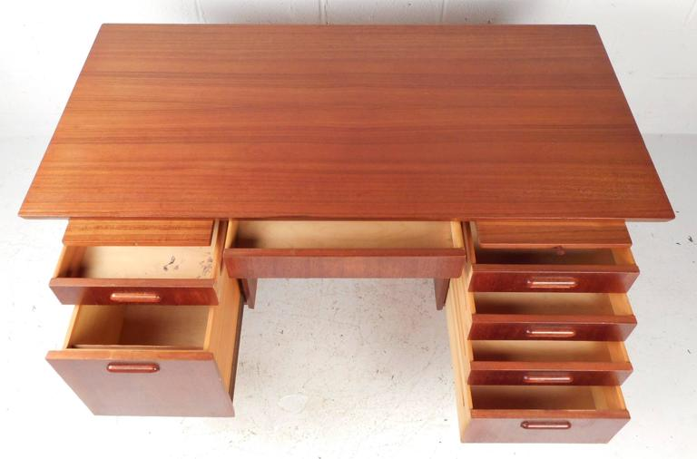Mid-Century Modern Danish Teak Writing Desk In Good Condition For Sale In Brooklyn, NY