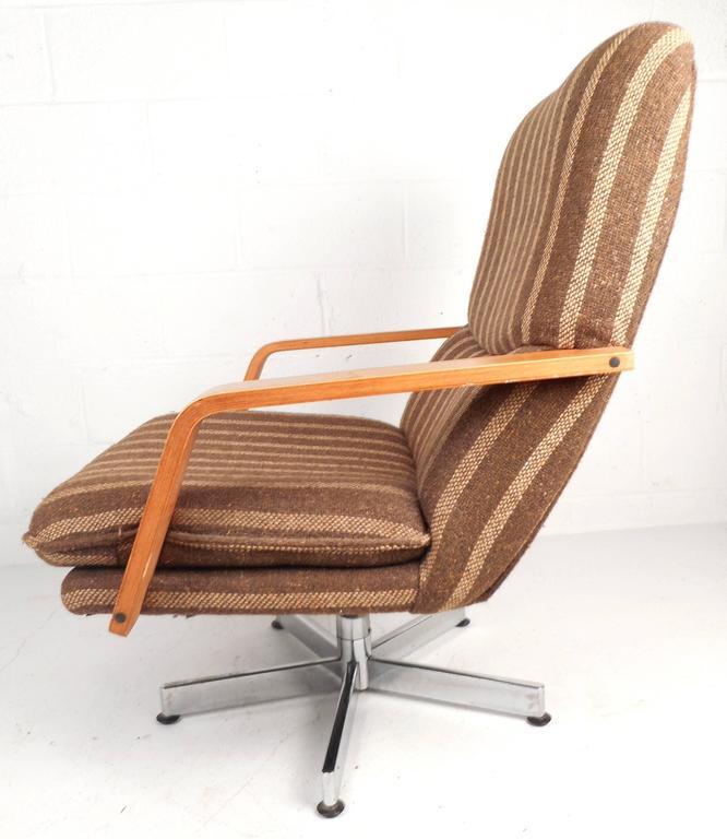 Mid Century Modern Teak and Chrome Swivel Lounge Chair with Ottoman For Sale