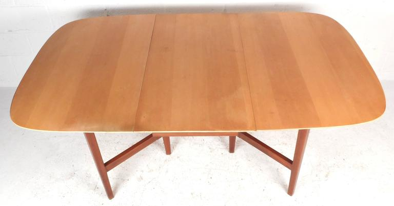 Mid-Century Modern Gate Leg Dining Table In Good Condition For Sale In Brooklyn, NY