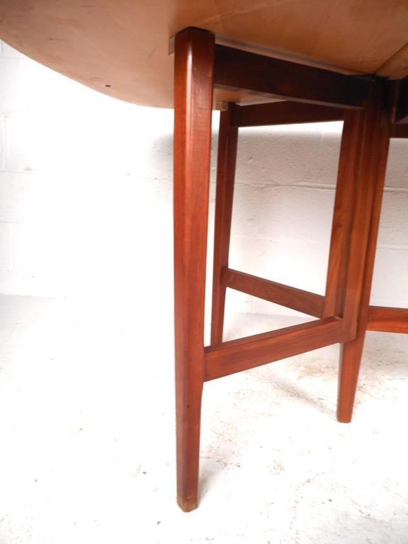 Mid-Century Modern Gate Leg Dining Table For Sale 1