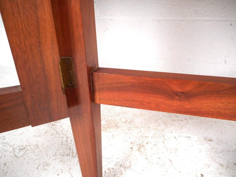 Mid-Century Modern Gate Leg Dining Table For Sale 2
