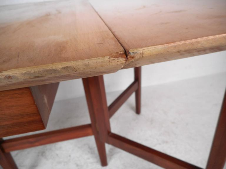 Mid-Century Modern Gate Leg Dining Table For Sale 3