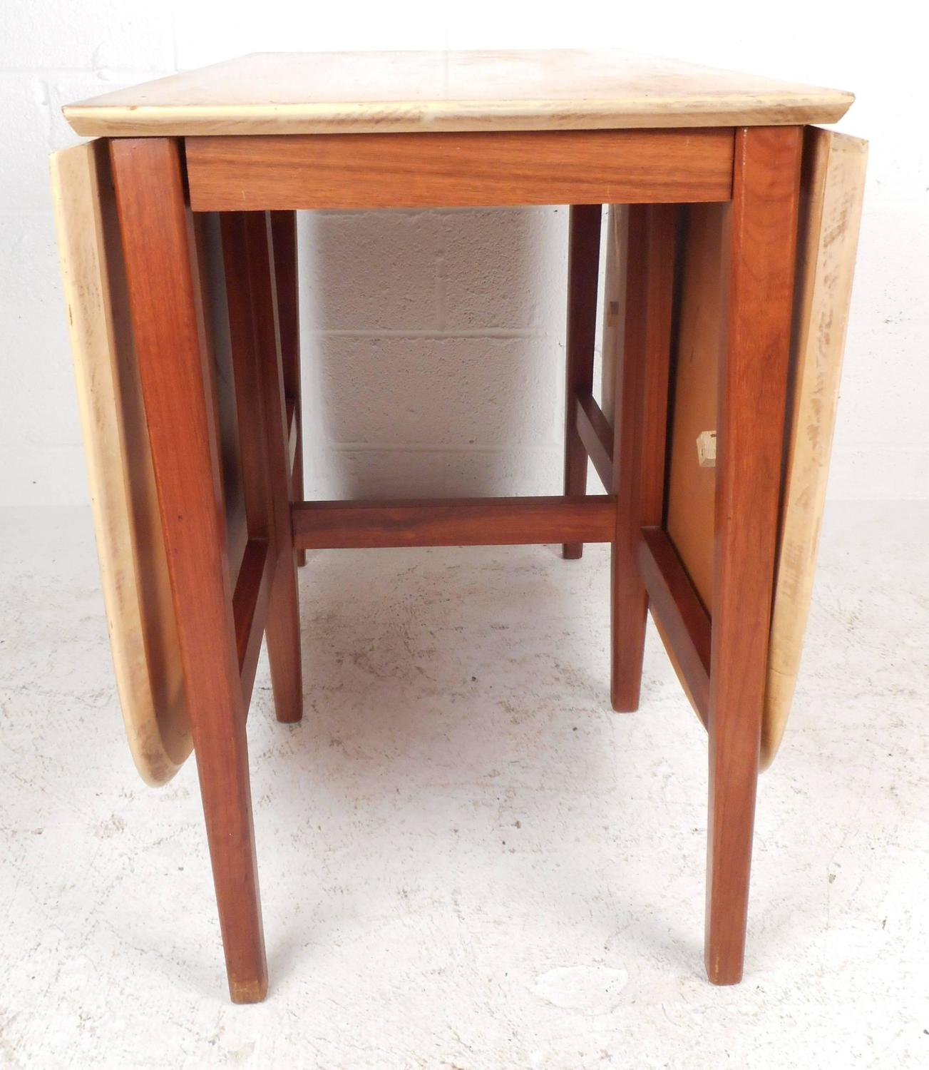 MidCentury Modern Gate Leg Dining Table For Sale at 1stdibs