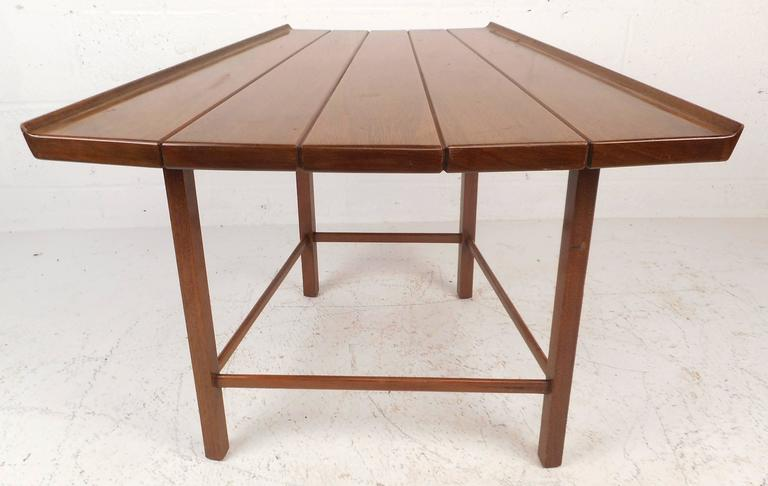 Mid-Century Modern Dunbar Style Slat Bench In Good Condition For Sale In Brooklyn, NY