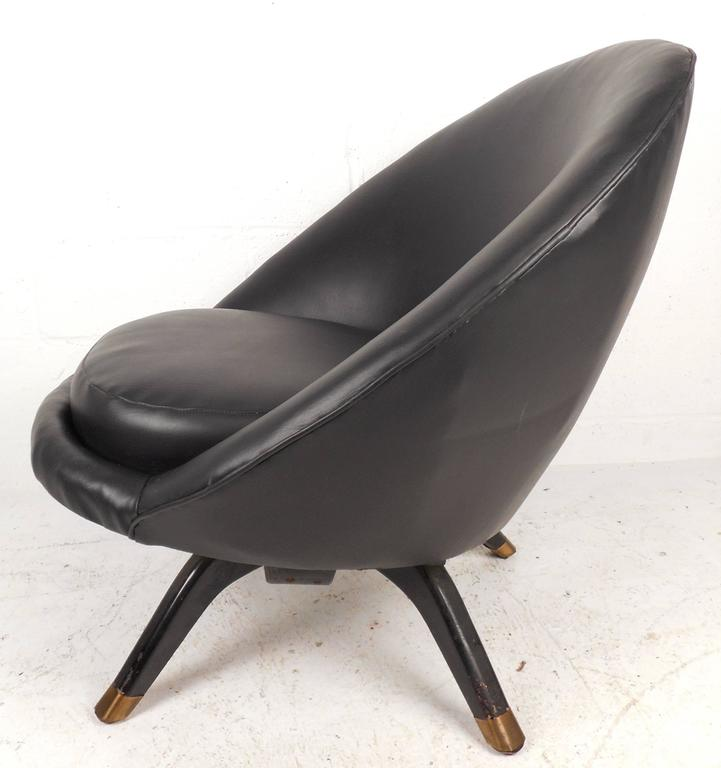 Mid-Century Modern Overman Style Swivel Pod Chair In Good Condition For Sale In Brooklyn, NY