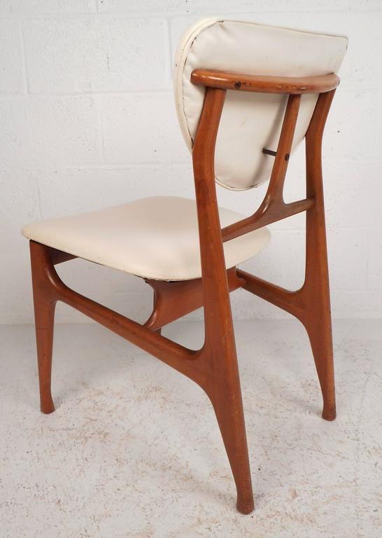 Set of Mid-Century Modern Teak Dining Chairs in the Style of Finn Juhl In Good Condition For Sale In Brooklyn, NY