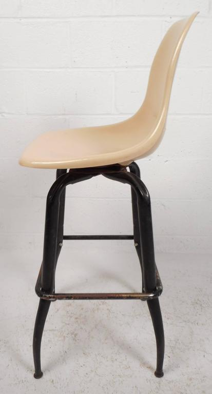 Set of Mid-Century Modern Plastic and Iron Swivel Bar Stools In Good Condition For Sale In Brooklyn, NY