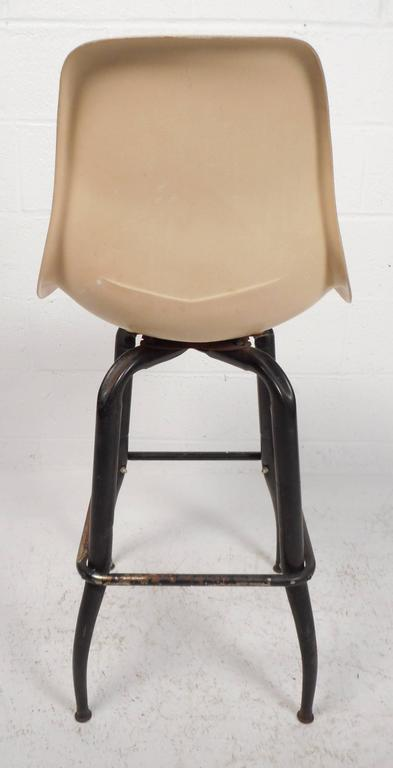 Set of Mid-Century Modern Plastic and Iron Swivel Bar Stools For Sale 1