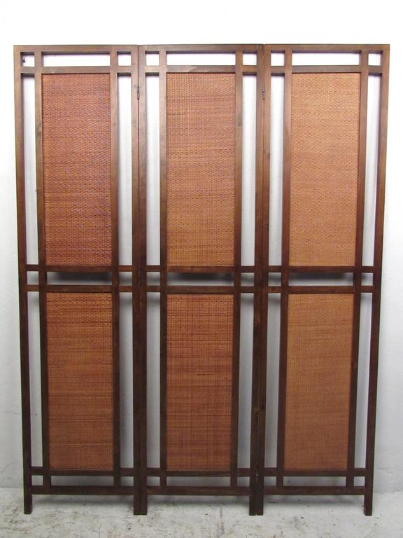 Nicely detailed Mid-Century Modern three-panel screen with rattan panels adds vintage style to home or business. Please confirm item location (NY or NJ).