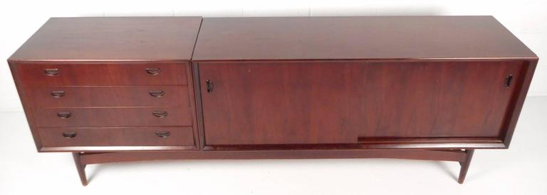 Mid-Century Modern Italian Credenza In Good Condition For Sale In Brooklyn, NY