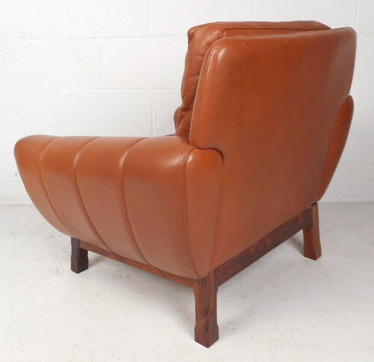 Mid-Century Modern Danish Leather Lounge Chair In Good Condition For Sale In Brooklyn, NY