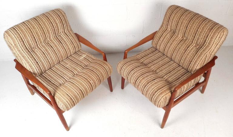Late 20th Century Pair of Mid-Century Modern SL Mobler Danish Teak Lounge Chairs For Sale