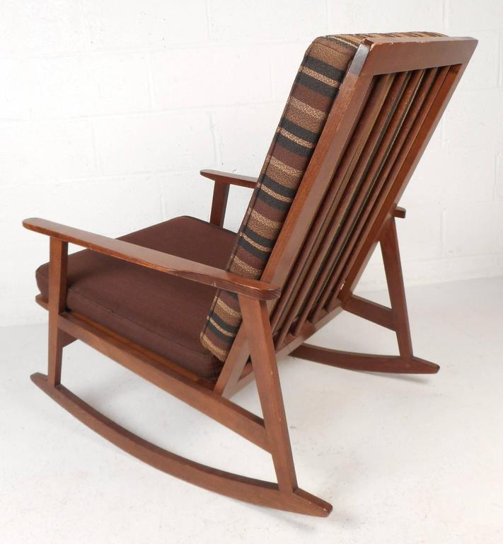 Mid-Century Modern Rocking Chair In Good Condition For Sale In Brooklyn, NY