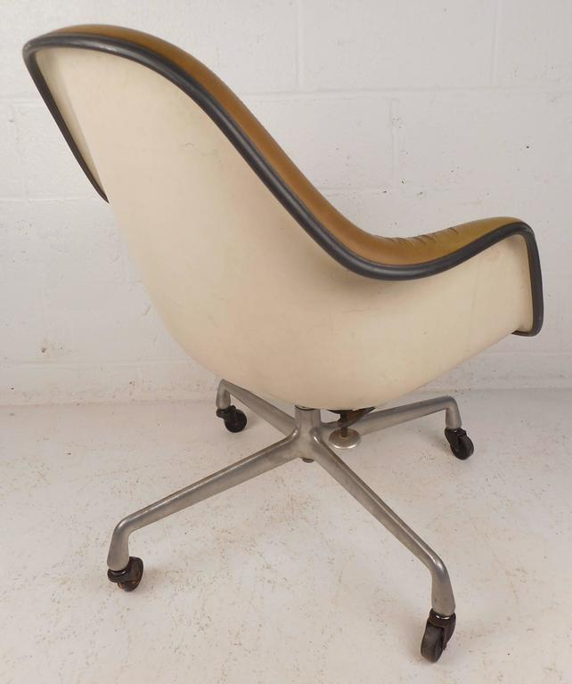American Mid-Century Modern Herman Miller Shell Desk Chair For Sale