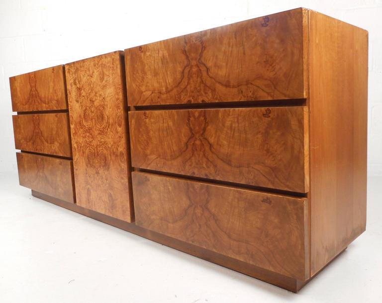 Mid Century Modern Burl Dresser By Lane Furniture At 1stdibs