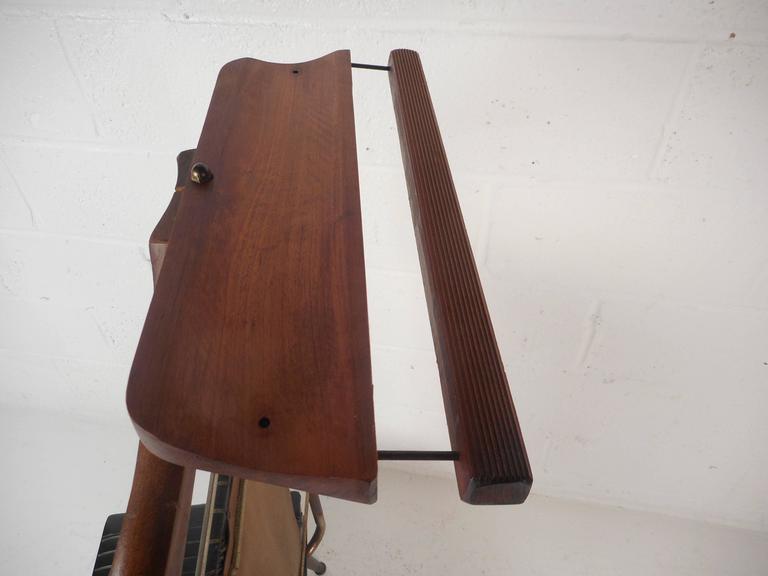 Mid-Century Modern Valet Butler Chair For Sale 3