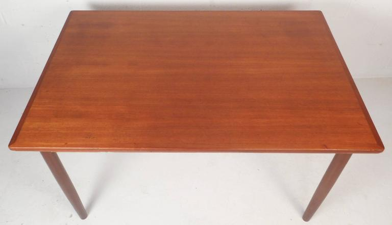 Mid-Century Modern Teak Draw-Leaf Dining Table In Good Condition For Sale In Brooklyn, NY