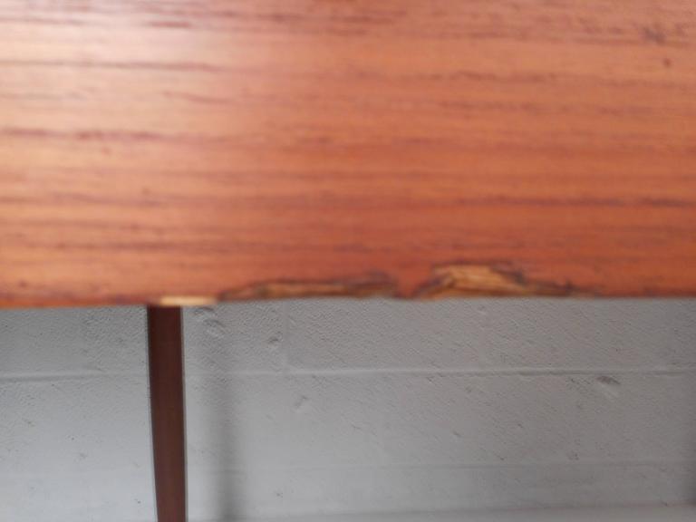 Mid-Century Modern Teak Draw-Leaf Dining Table For Sale 4