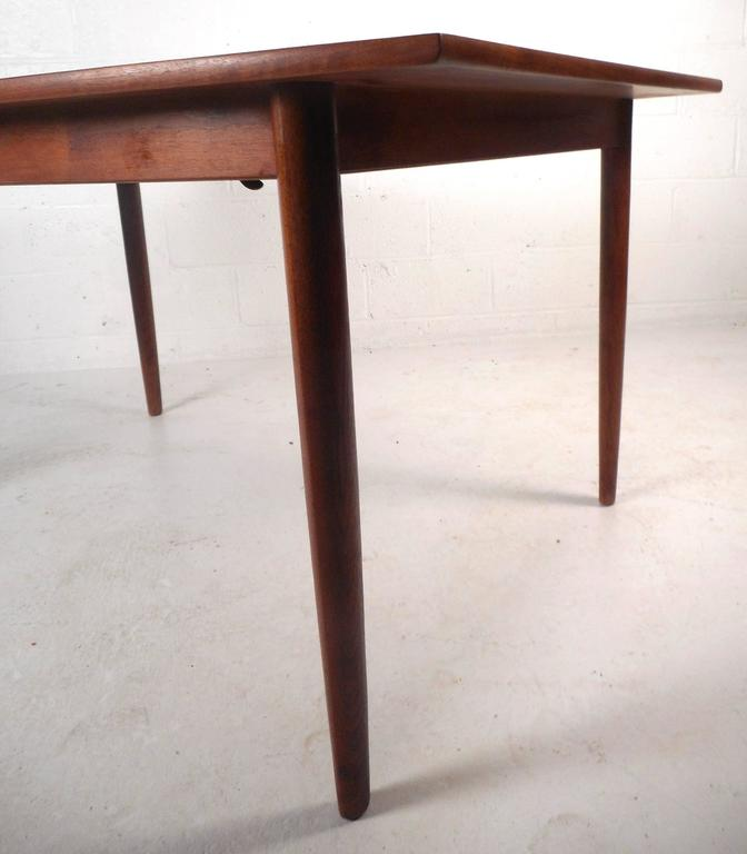 Mid-Century Modern Walnut Dining Table by Drexel In Good Condition For Sale In Brooklyn, NY