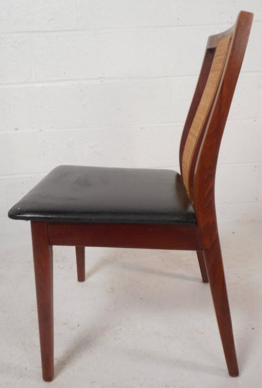 Mid-20th Century Set of Six Mid-Century Modern Dining Chairs in the Style of Edward Wormley For Sale