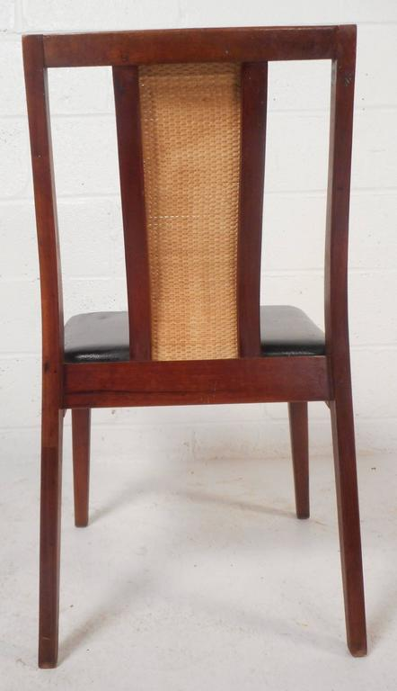 Set of Six Mid-Century Modern Dining Chairs in the Style of Edward Wormley For Sale 1