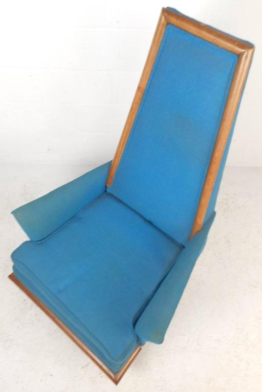 Mid-Century Modern High Back Lounge Chair in the Style of Adrian Pearsall In Good Condition For Sale In Brooklyn, NY