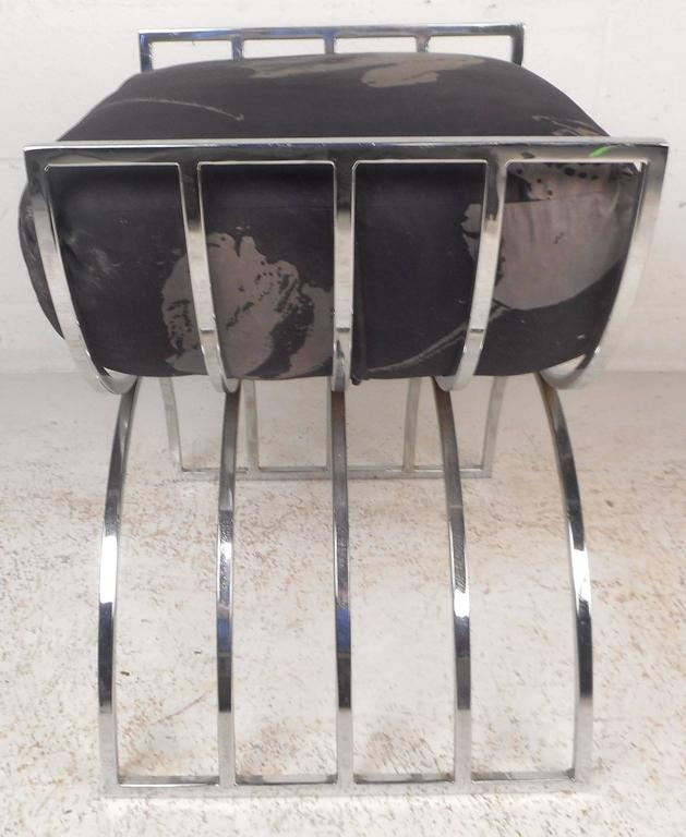 Unique Mid-Century Modern Chrome Stool or Ottoman In Good Condition For Sale In Brooklyn, NY