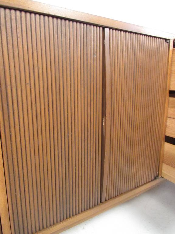 Mid-Century Walnut Dresser by Lane In Good Condition For Sale In Brooklyn, NY