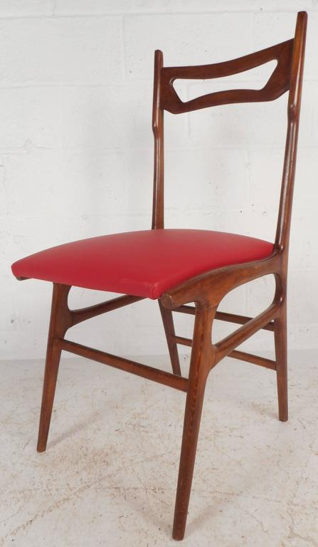 Set of Mid-Century Modern Italian Dining Chairs In Good Condition For Sale In Brooklyn, NY