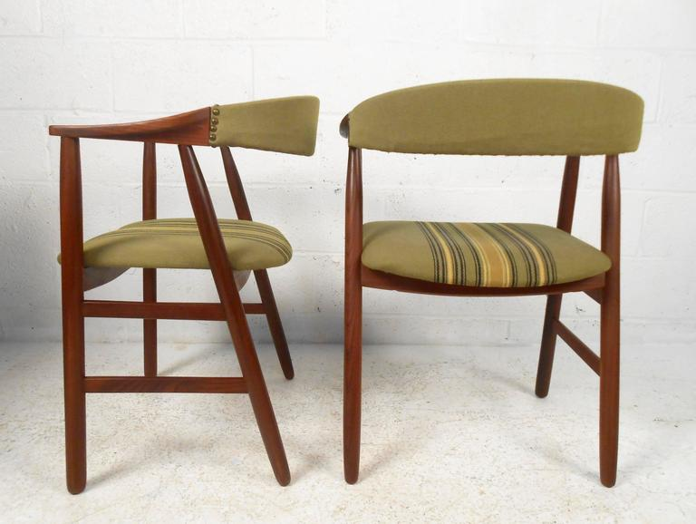 Set of Six Danish Modern Dining Chairs in the style of Kai Kristiansen 3