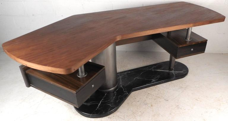 Impressive Modern Executive Desk  In Good Condition For Sale In Brooklyn, NY