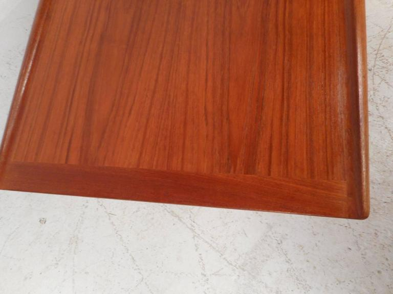 Mid-Century Modern Newly Refinished Walnut Coffee Table For Sale 1
