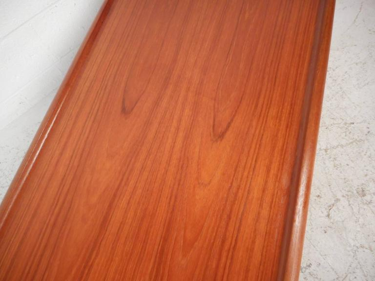 Mid-Century Modern Newly Refinished Walnut Coffee Table For Sale 2