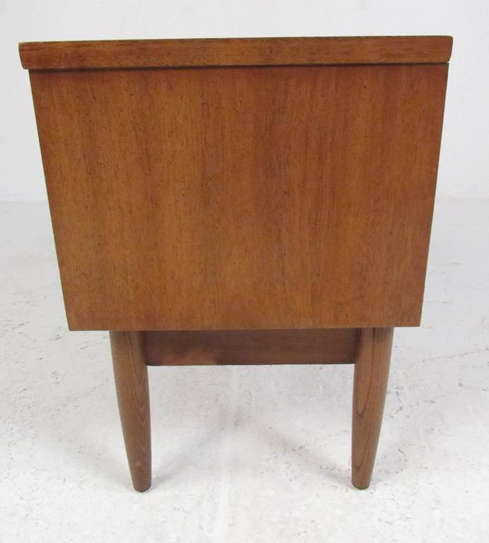 Mid Century Modern Mid Century Nightstand By Dixie Furniture Co. For Sale