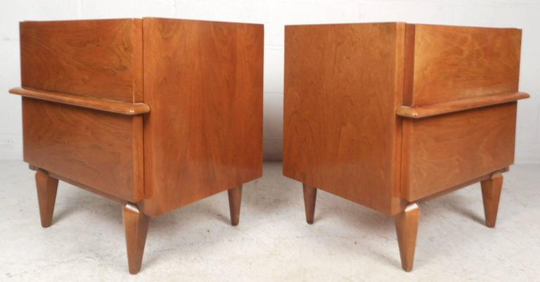 Impressive Mid-Century Modern Bedroom Set by American of Martinsville In Good Condition For Sale In Brooklyn, NY