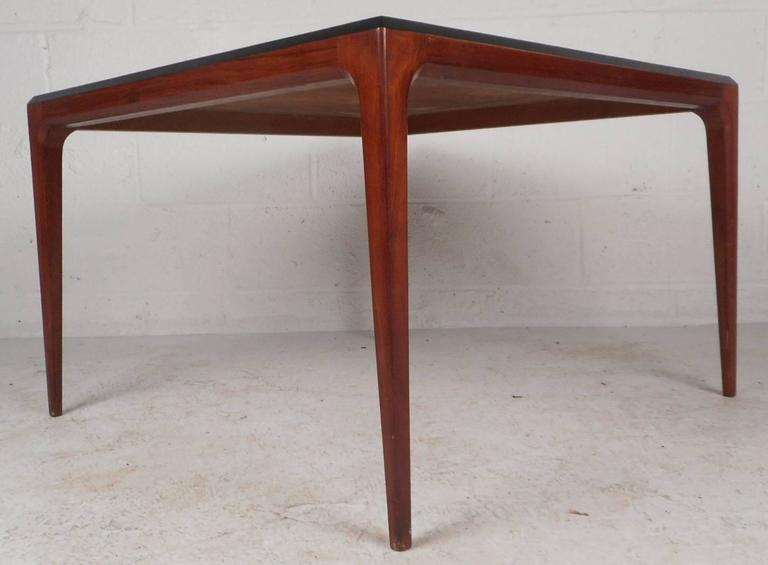 Mid-Century Modern Walnut Coffee Table In Good Condition For Sale In Brooklyn, NY