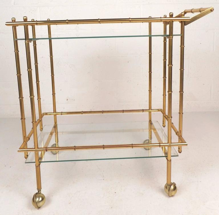Mid-Century Modern Hollywood Regency Style Brass Faux Bamboo Bar Cart In Good Condition For Sale In Brooklyn, NY