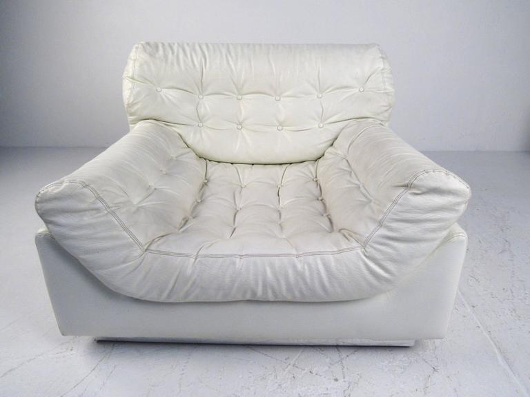 These Stylish Oversized Tufted Lounge Chairs Features A Unique