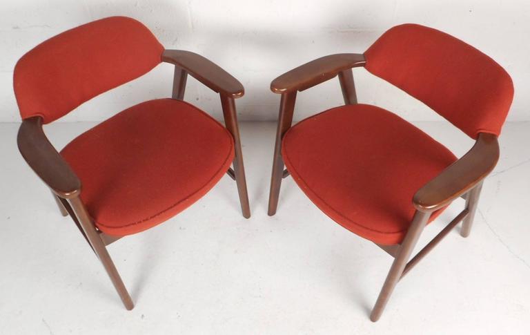 Mid-Century Modern Pair of Scandinavian Modern Arm Chairs For Sale