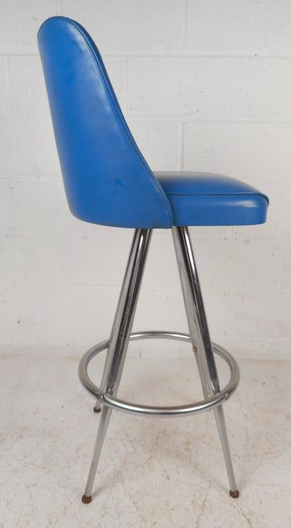 Set of Four Mid-Century Modern Swivel Bar Stools by L & B Products Corporation In Good Condition For Sale In Brooklyn, NY