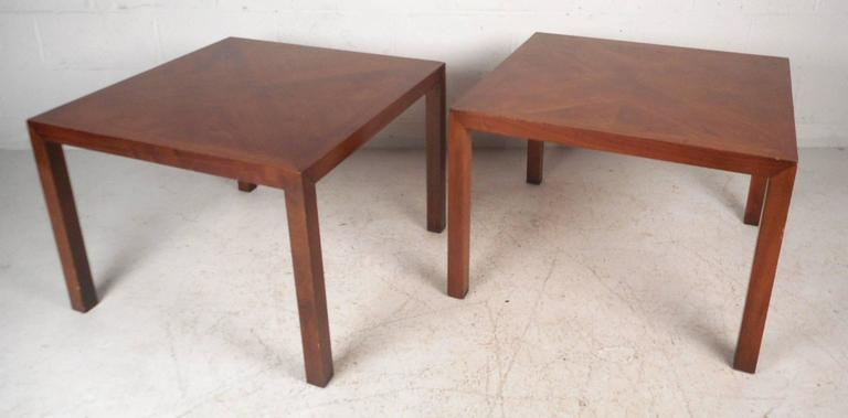 Beautiful Pair Of Vintage Modern End Tables Features A Unique Walnut Wood  Grain On Top Running
