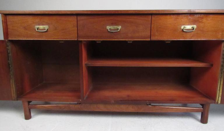 Mid-Century Modern Storage Credenza In Good Condition For Sale In Brooklyn, NY
