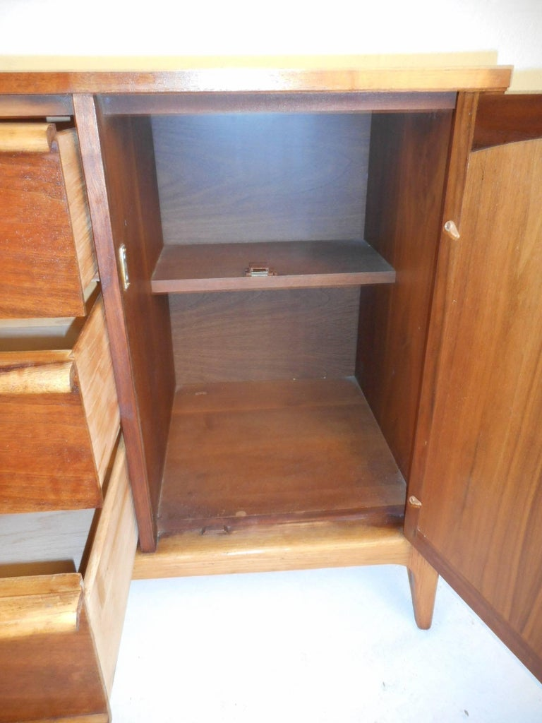 Mid Century Modern Credenza By Lane Furniture For Sale At 1stdibs
