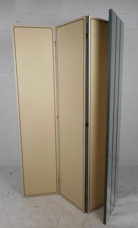 Stunning Mid-Century Modern Four-Panel Mirrored Room Divider In Good Condition For Sale In Brooklyn, NY