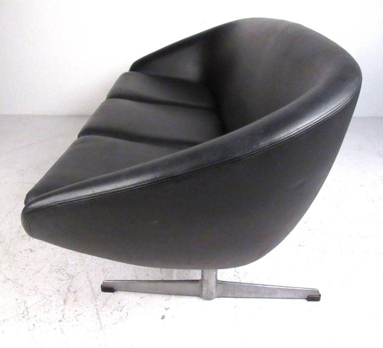 Mid-Century Modern Mid-Century Overman Pod Sofa For Sale