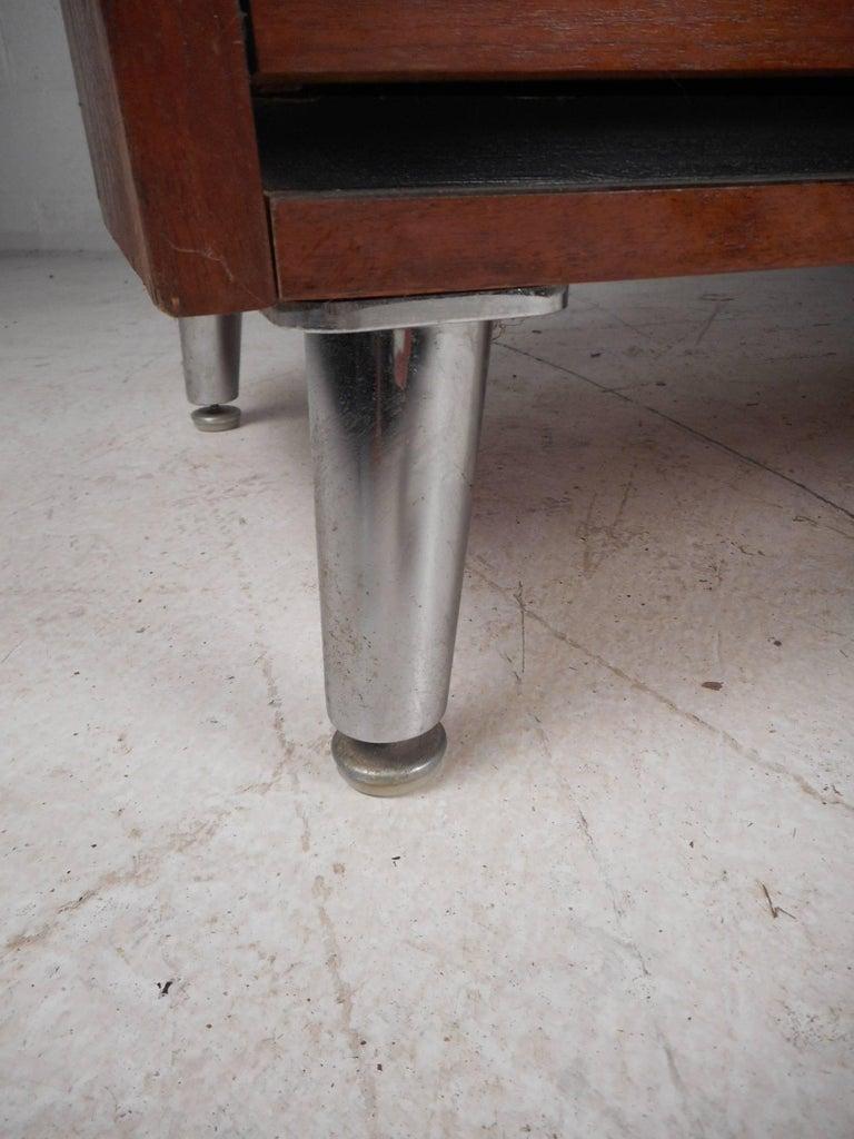 mid century modern nine drawer dresser with metal legs for sale at 1stdibs. Black Bedroom Furniture Sets. Home Design Ideas