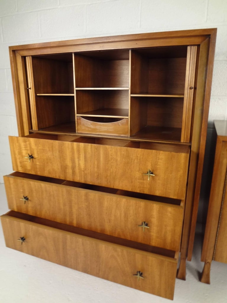 Mid-Century Modern Dresser and High Boy by John Widdicomb In Good Condition For Sale In Brooklyn, NY